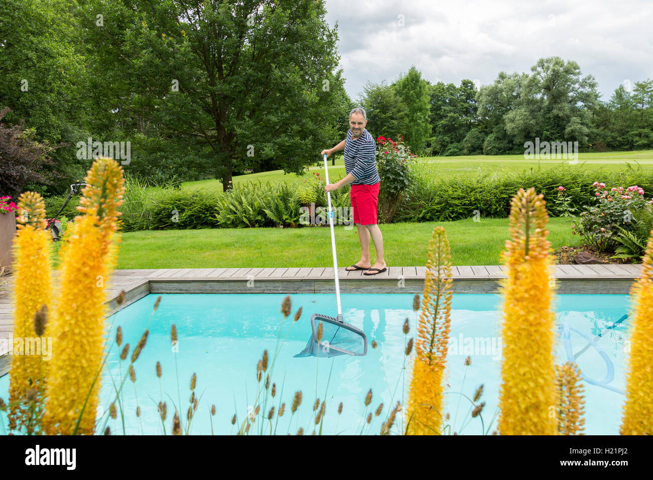 Pool Rohre Reinigen Swimming Pool Cleaning Stockfotos Swimming Pool Cleaning Bilder