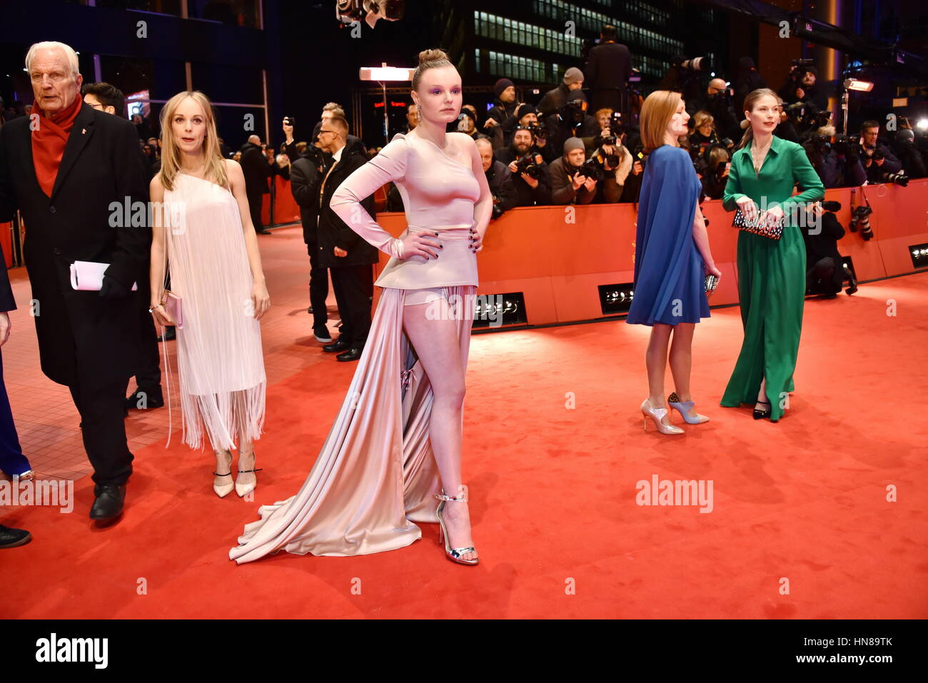 Berlinale 2016 Roter Teppich Maria Dragus Stockfotos And Maria Dragus Bilder Alamy