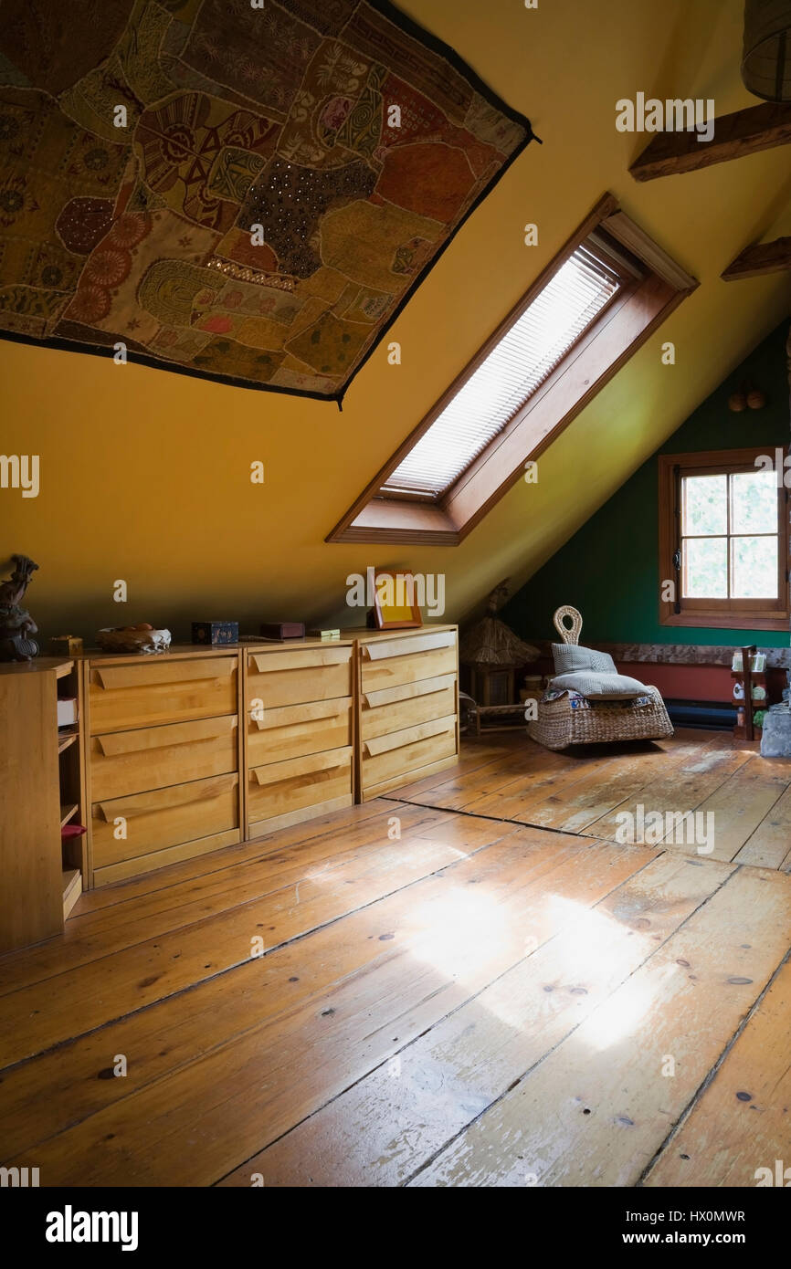 Kommode Schlafzimmer Holz Gelb Rustikale Schlafzimmer Mit Holz Kommode 1840 Canadiana Altes