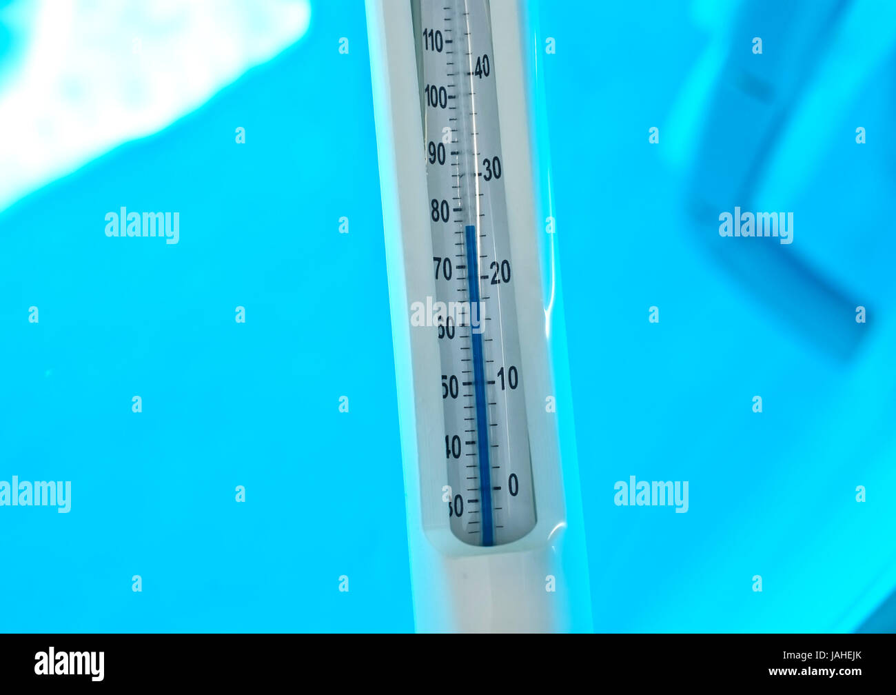 Pool Thermometer Rund 25 Meter Pool Stockfotos And 25 Meter Pool Bilder Alamy