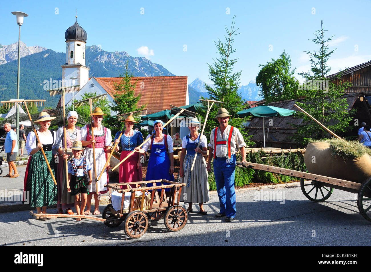 Deutsche Traditionen Wallgau Alp Stockfotos And Wallgau Alp Bilder Alamy