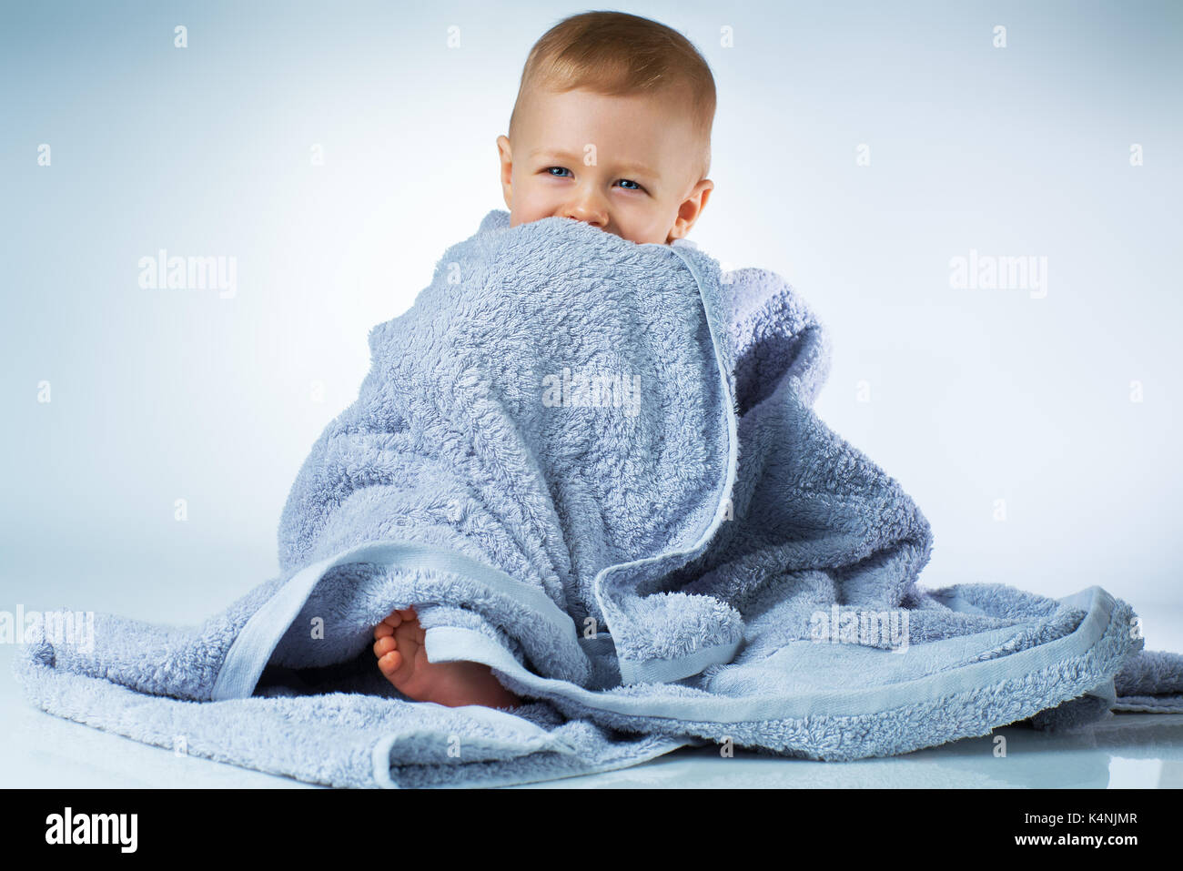 Baby 4 Monate Sitzen After Eight Stockfotos And After Eight Bilder Seite 2 Alamy
