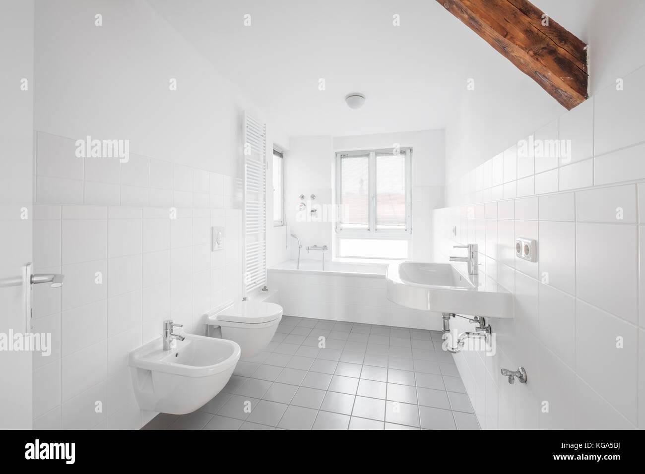Weißes Badezimmer | Weißes Badezimmer Aufpeppen Schön Best Wohnung ...