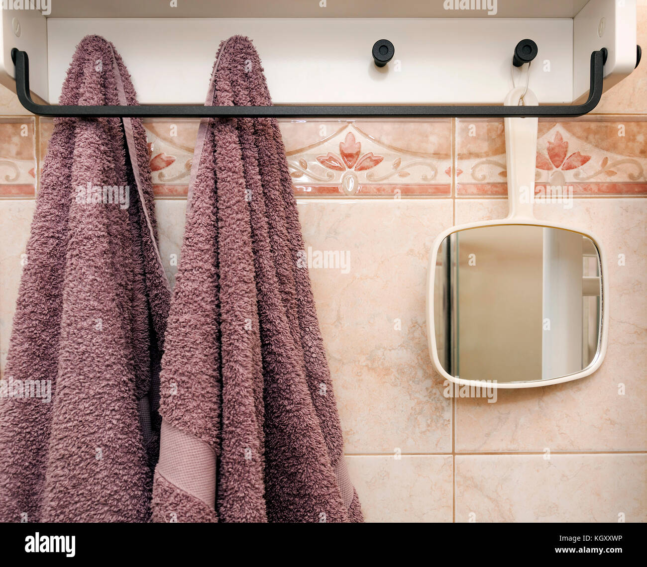 Gegenstand Im Badezimmer Mit C Hanging Hotel Towels Stockfotos And Hanging Hotel Towels
