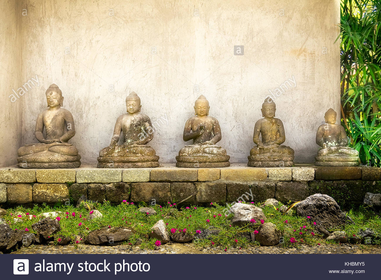 Figuren Aus Stein Buddha Figure At Borobudur Stockfotos And Buddha Figure At