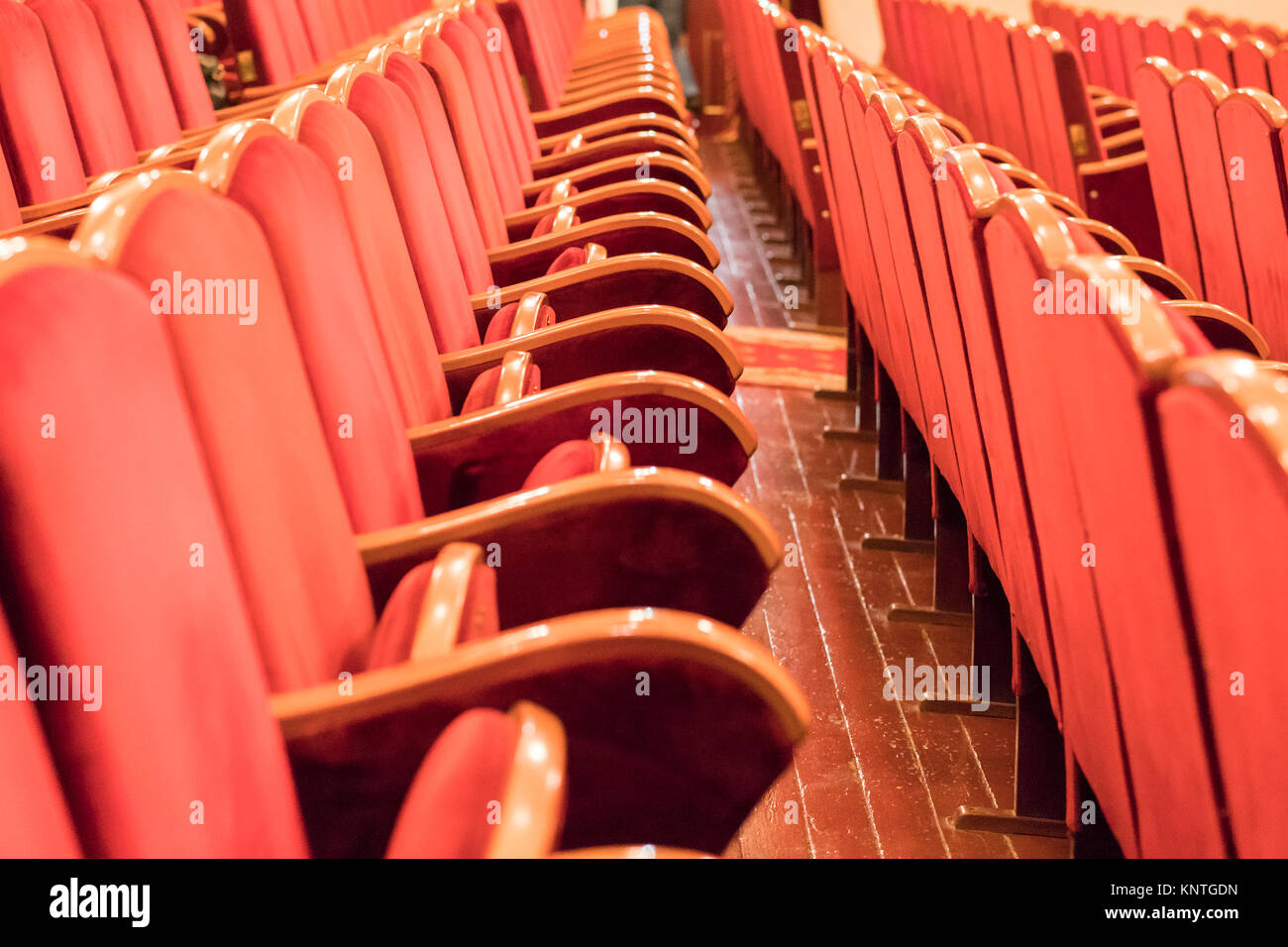 Rote Sessel Rote Sessel Im Konzertsaal Stockfoto Bild 168340865 Alamy