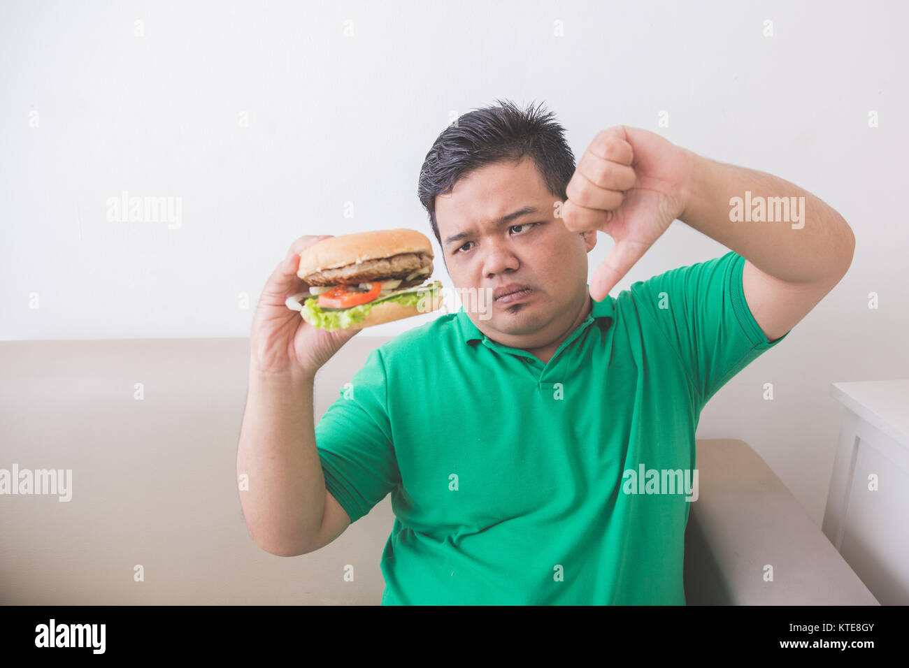 Fette Frau Sessel Overweight Eating Burger Stockfotos And Overweight Eating