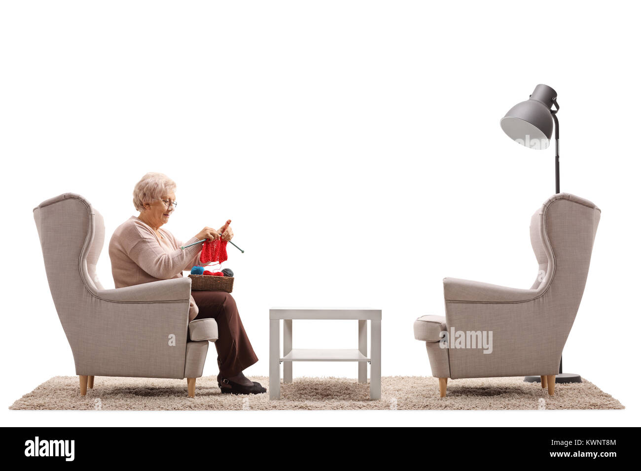 Sitzen Im Sessel Woman Sitting In Chair Knitting Stockfotos And Woman Sitting