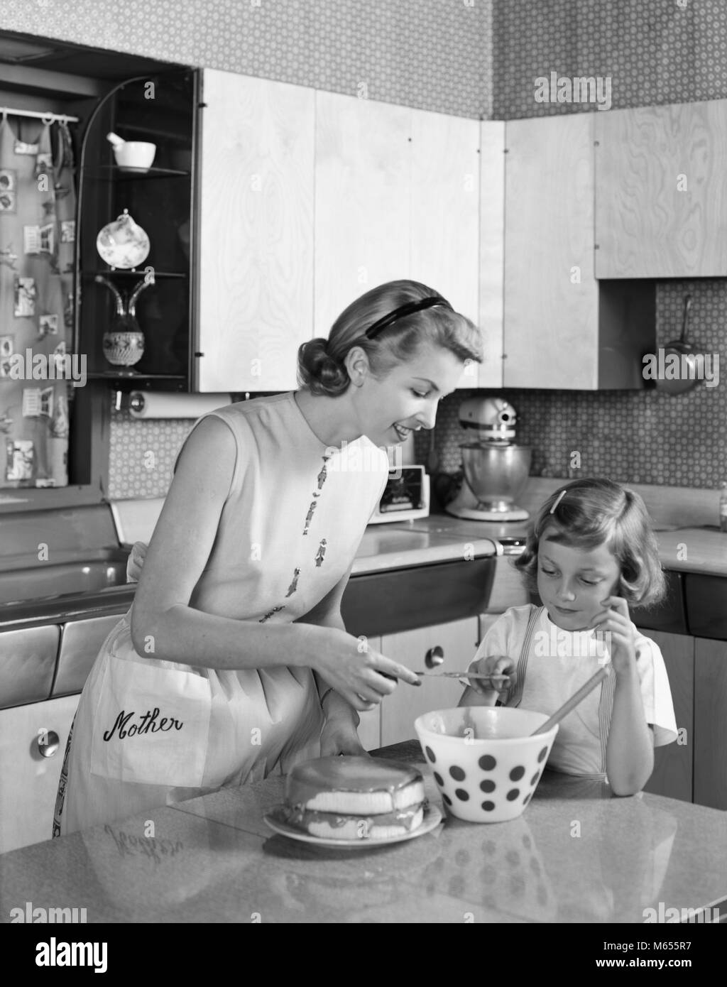 Vintage Schürze Küche 1950s Housewives Stockfotos And 1950s Housewives Bilder Alamy