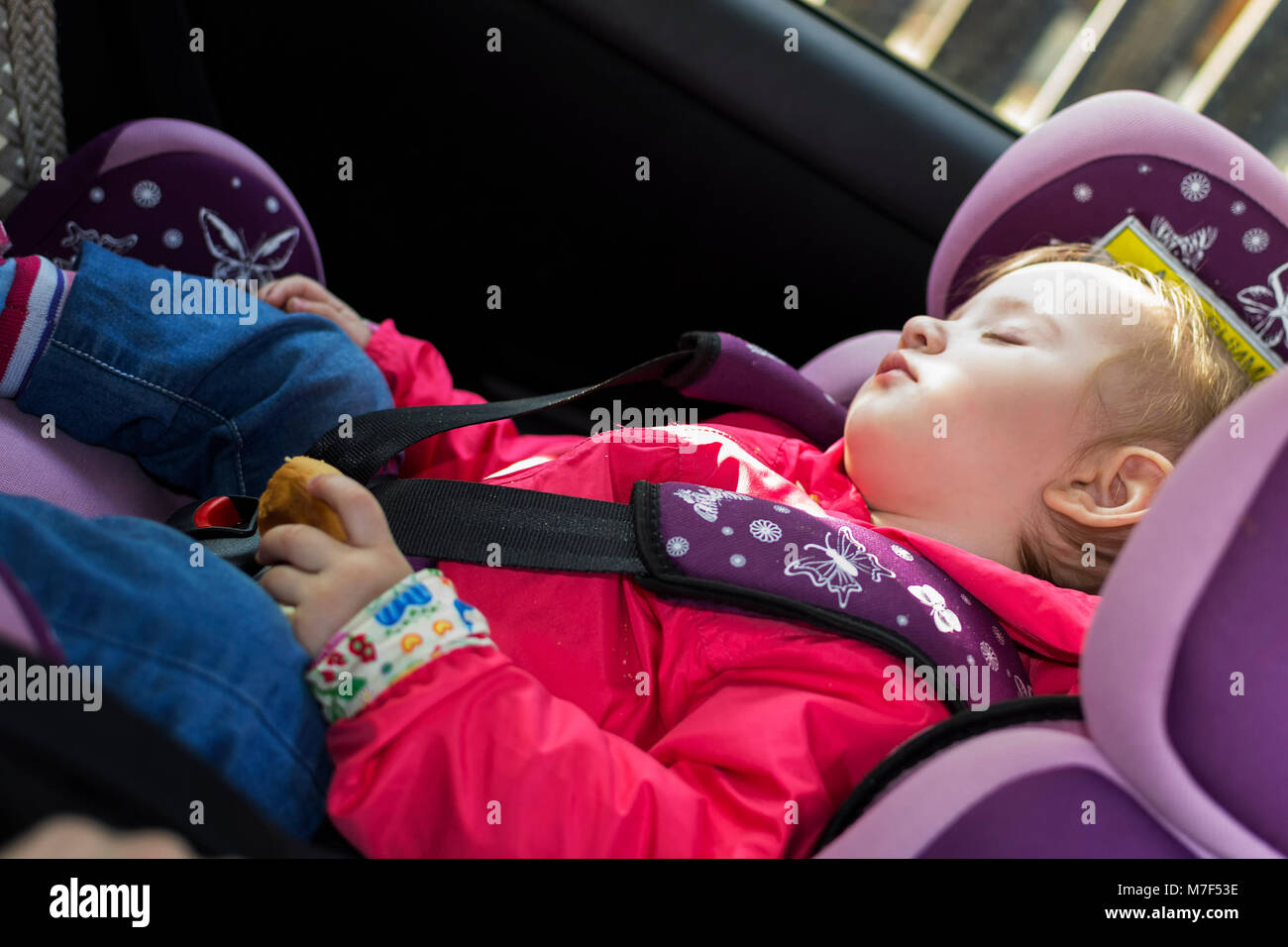 Auto Sessel Sleeping Toddler Automobile Stockfotos And Sleeping Toddler