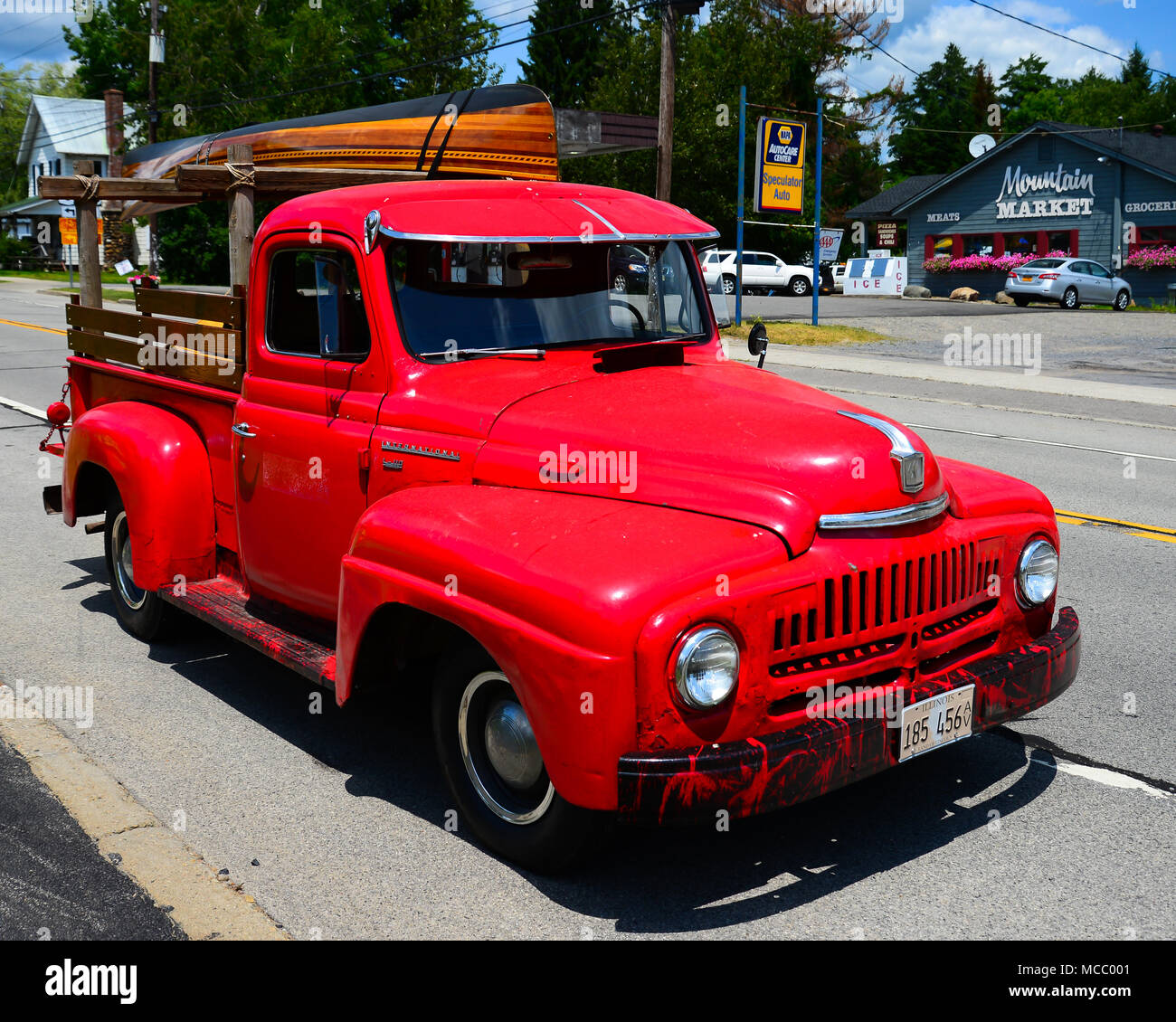Altes Holz Kanu Vintage American Red Pickup Truck Stockfotos And Vintage