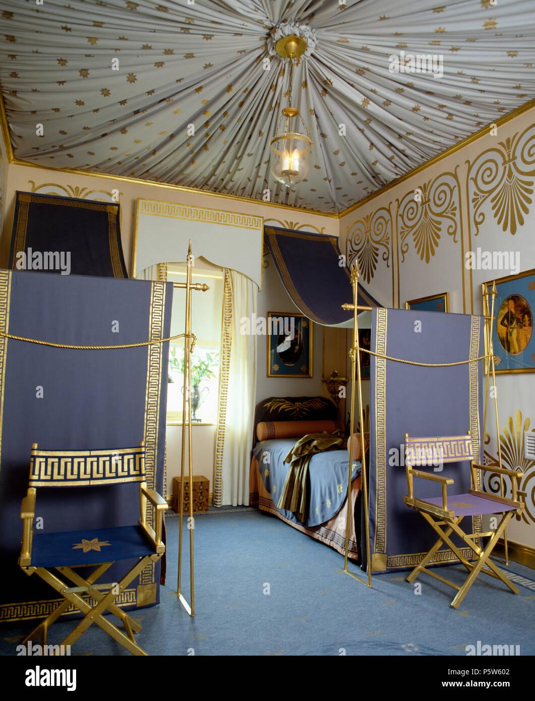Tented Decke Und Gold Stenciled Wände Im Schlafzimmer Mit Gold