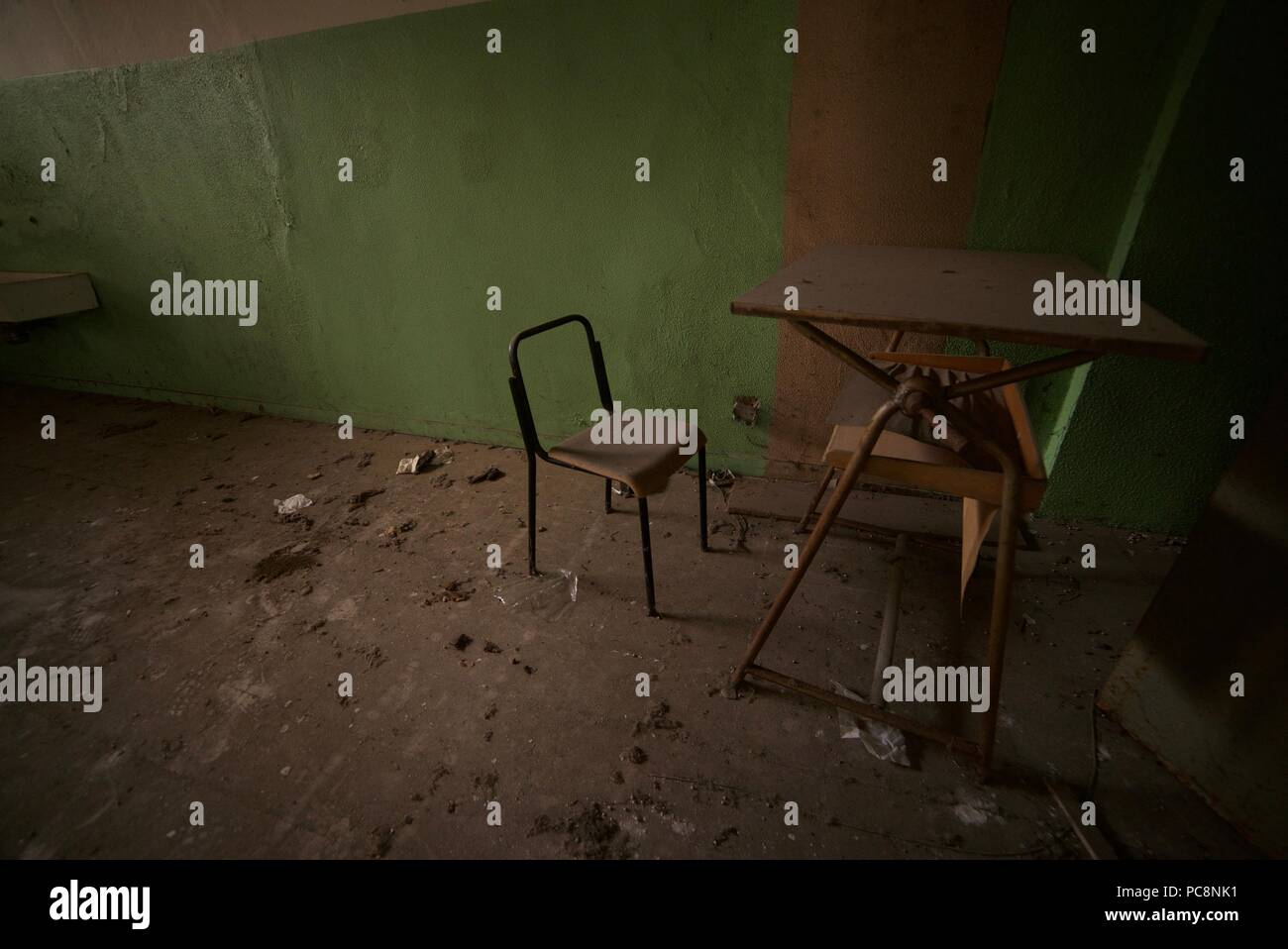 Alter Holzstuhl Schule Old Wooden School Chair Stockfotos Old Wooden School Chair
