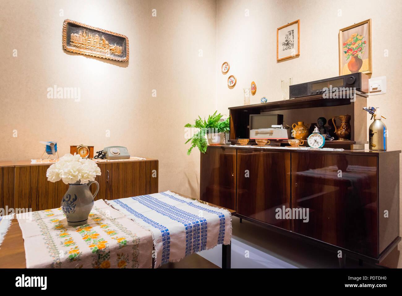 Wohnzimmermobel 50er Jahre Couchtisch Marmor Gunstig