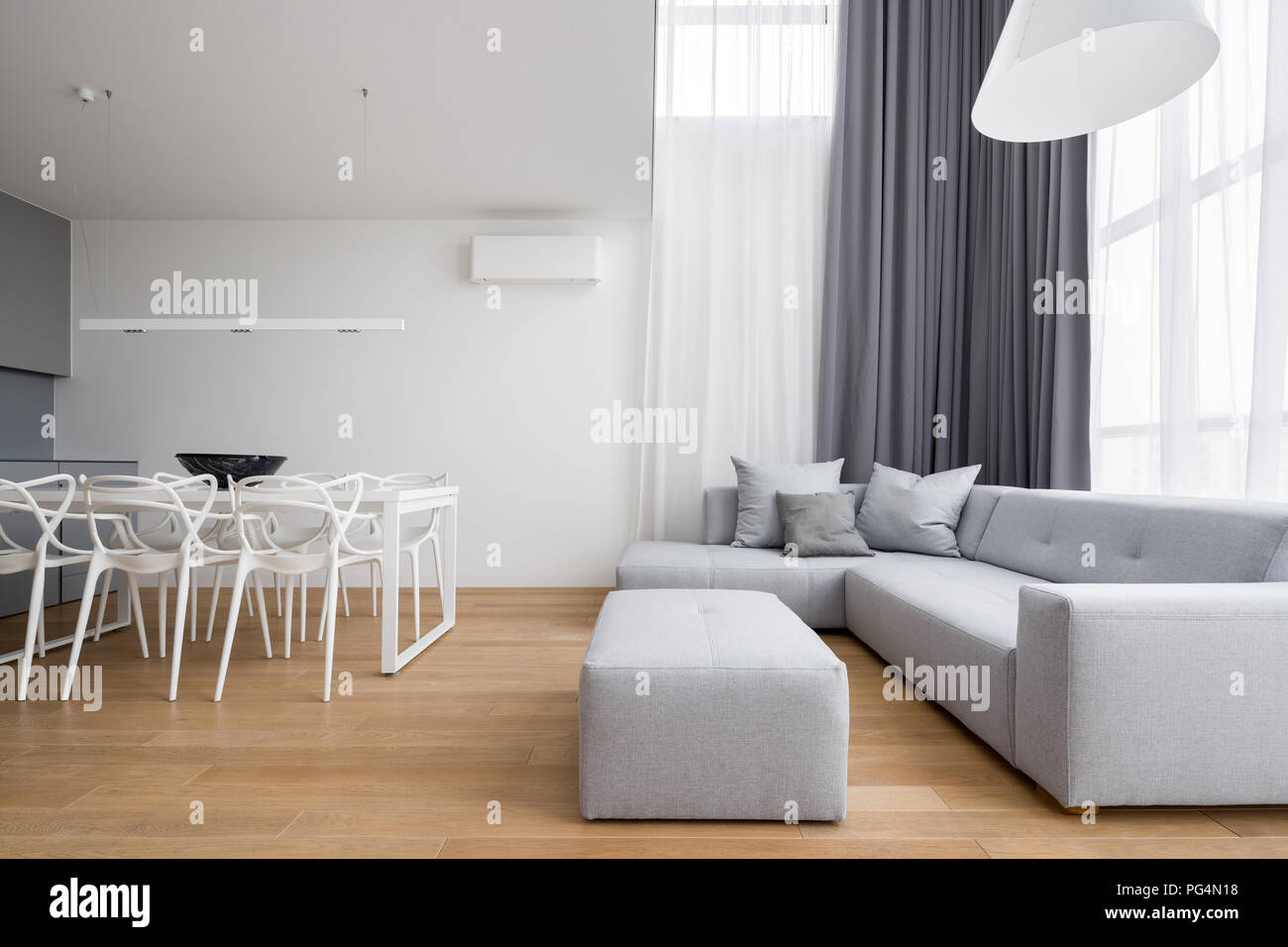 Ecksofa Minimalistisch Grey Room Sofa Stockfotos Grey Room Sofa Bilder Seite 15 Alamy