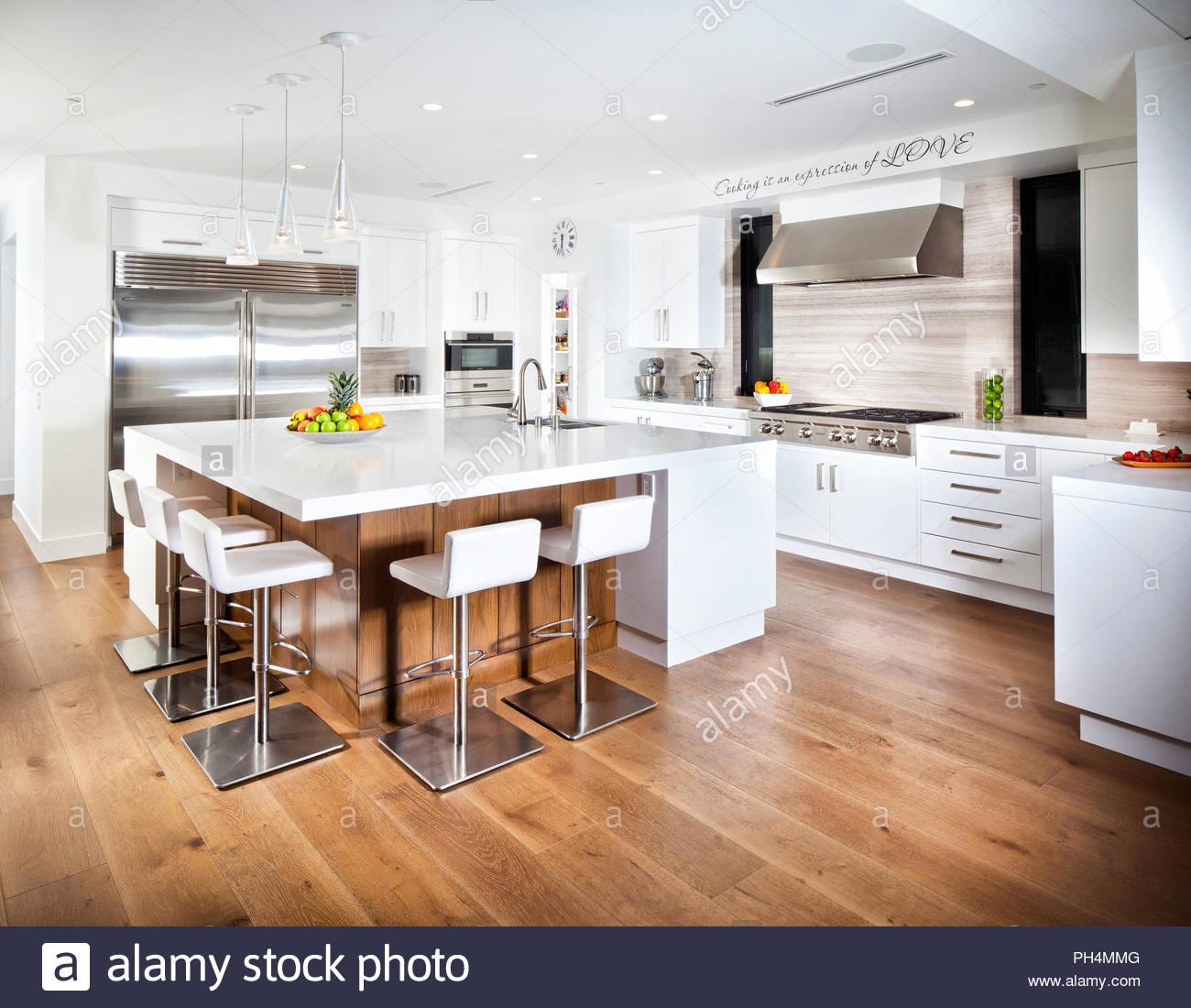 Kuche Parkettboden Klassische Moderne Kuche Mit Holzelementen Und