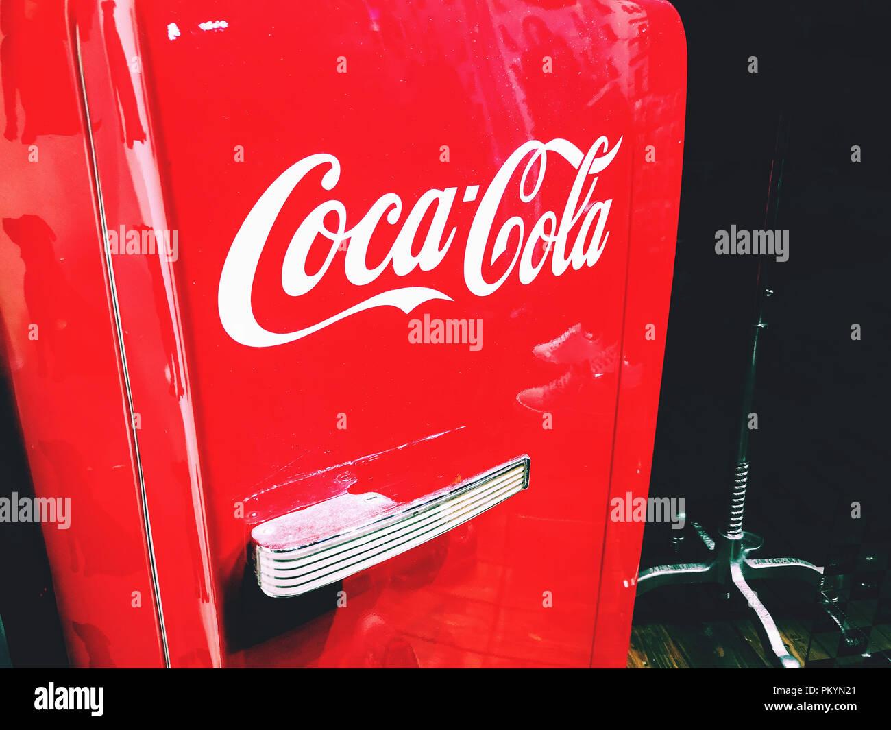 Retro Kühlschrank Coca Cola : Kühlschrank coca cola ezetil ezet kühlbox e 24 iml cocacola rd wh