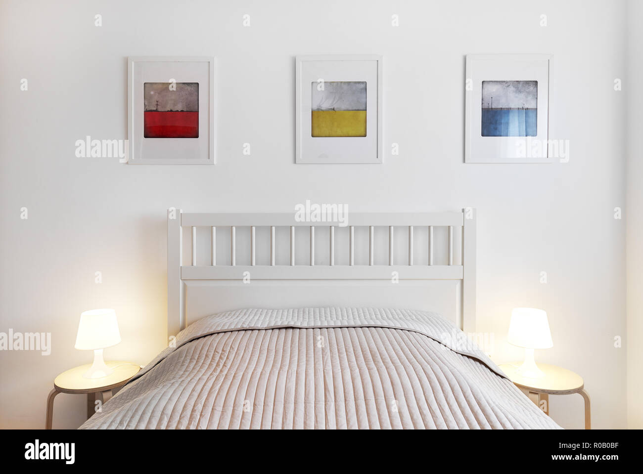 Rundes Bett Mit Beleuchtung Lamp Hanging On Wall Bed Stockfotos Lamp Hanging On Wall Bed