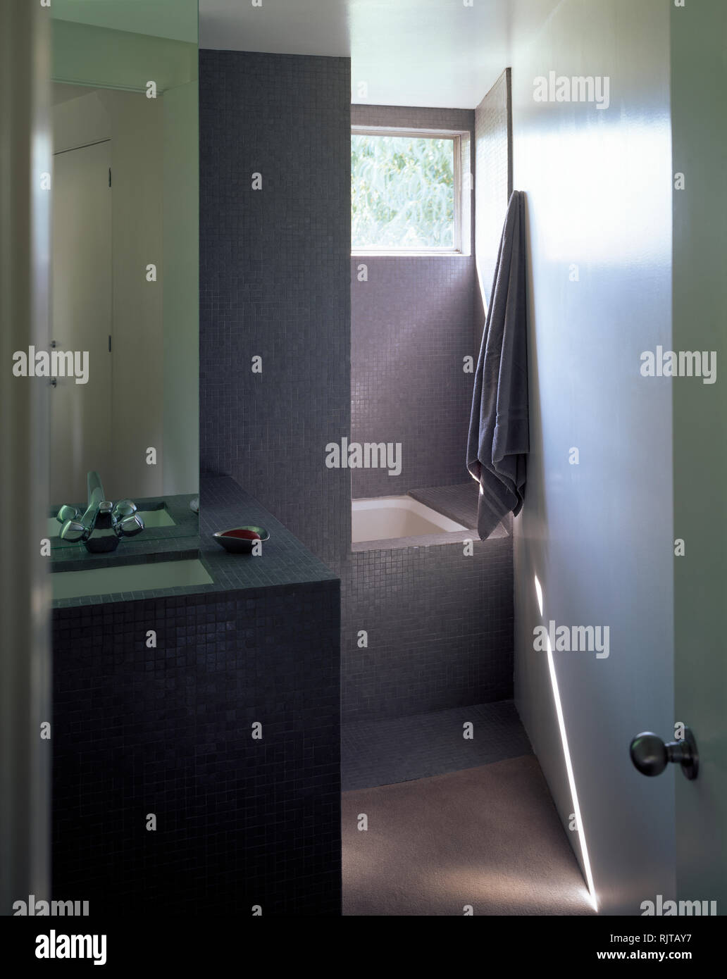 Moderne Badezimmer Auf Kleinem Raum | Badezimmer Mini Renovieren ...