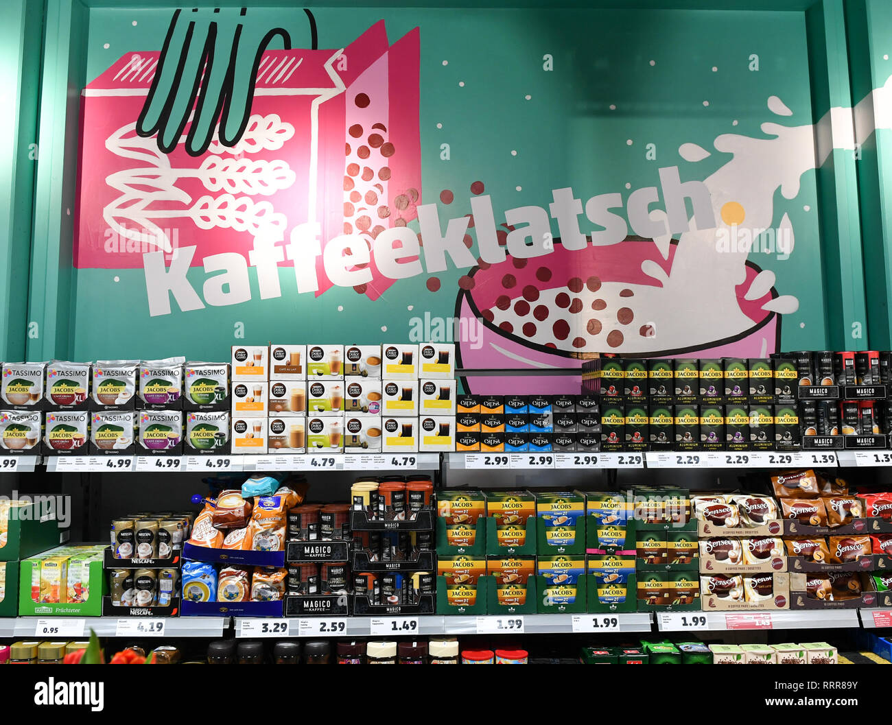 Kaffeeketten Deutschland Shelf Food In Supermarket Coffee Stockfotos Shelf Food In