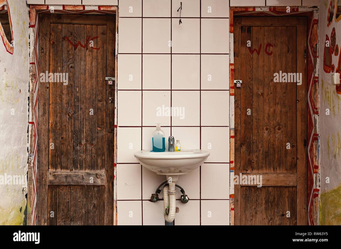 Amazing Alte Türen Dekorieren Ideas - hiketoframe.com - hiketoframe.com