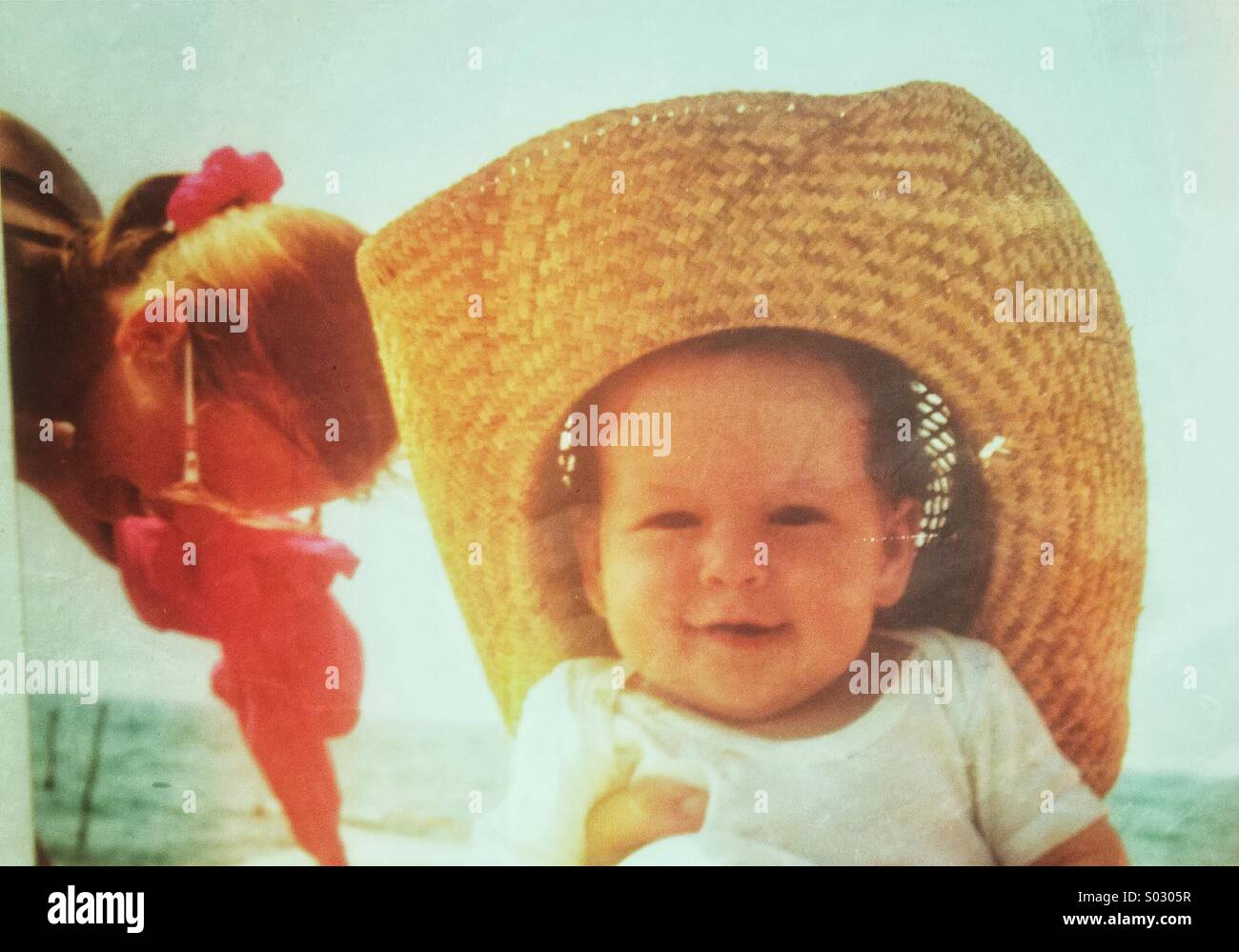 Baby Mit 6 Monaten Straw Hat Stockfotos And Straw Hat Bilder Alamy