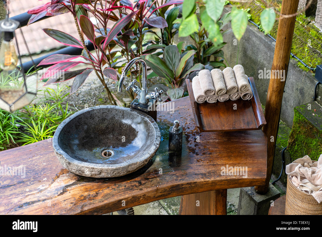 Steinwaschbecken Bali Washbowl Stockfotos Washbowl Bilder Alamy