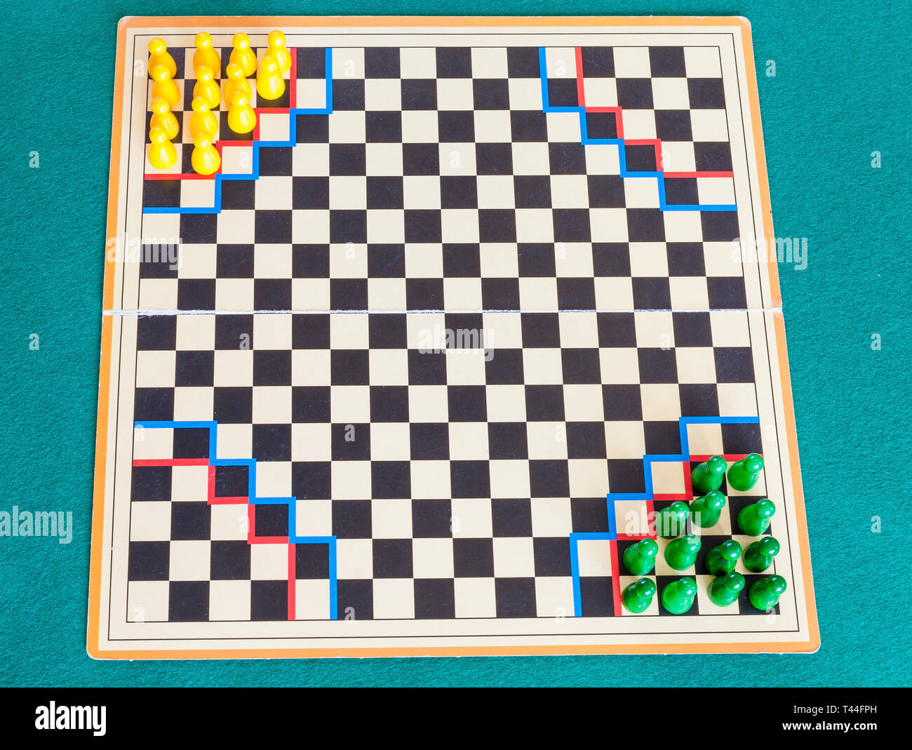 Brettspiel Halma Board Game Halma Stockfotos Board Game Halma Bilder Alamy