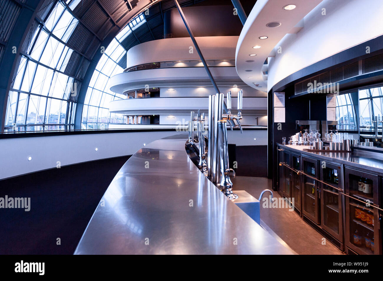 Bartresen Edelstahl Empty Bar Counter Stockfotos Empty Bar Counter Bilder Alamy