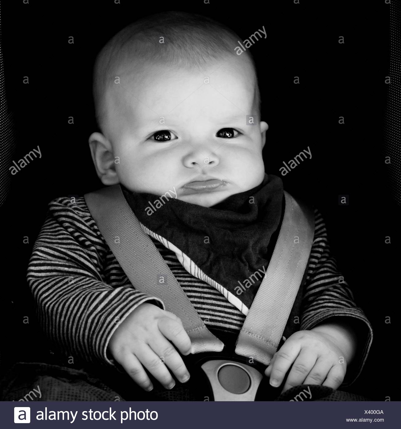 Baby 4 Monate Sitzen Baby Seat Belt Stockfotos And Baby Seat Belt Bilder Alamy