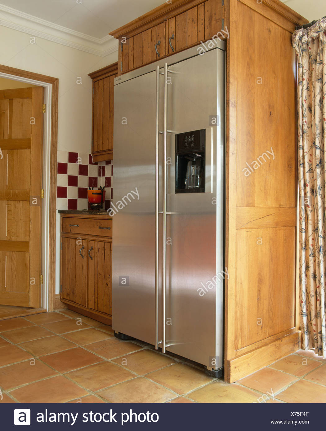 Traditionelle Amerikanische Küche Interiors Modern Kitchens Fridge Freezers Stockfotos