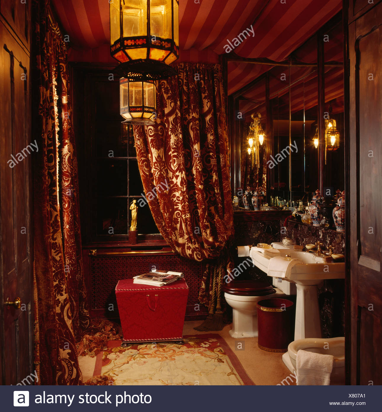 Sessel Dreißiger Jahre Interiors Bathrooms Curtains Stockfotos And Interiors