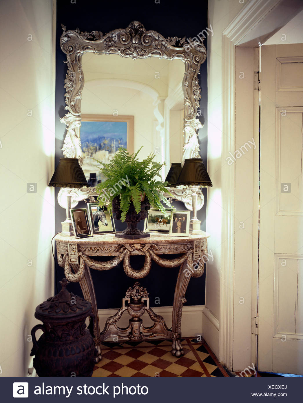 Gerahmte Spiegel Console Table And Mirror Stockfotos And Console Table And