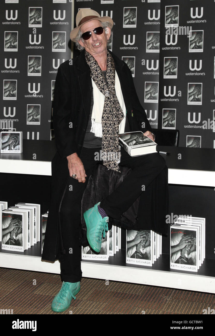 Libro De Keith Richards Keith Richards Firma De Libros Londres Foto Imagen De Stock