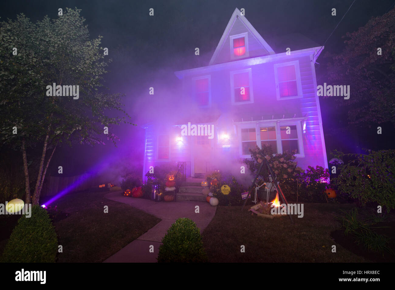 Casas Decoradas De Halloween Casa Decorada Para Halloween Foto Imagen De Stock 135187092 Alamy
