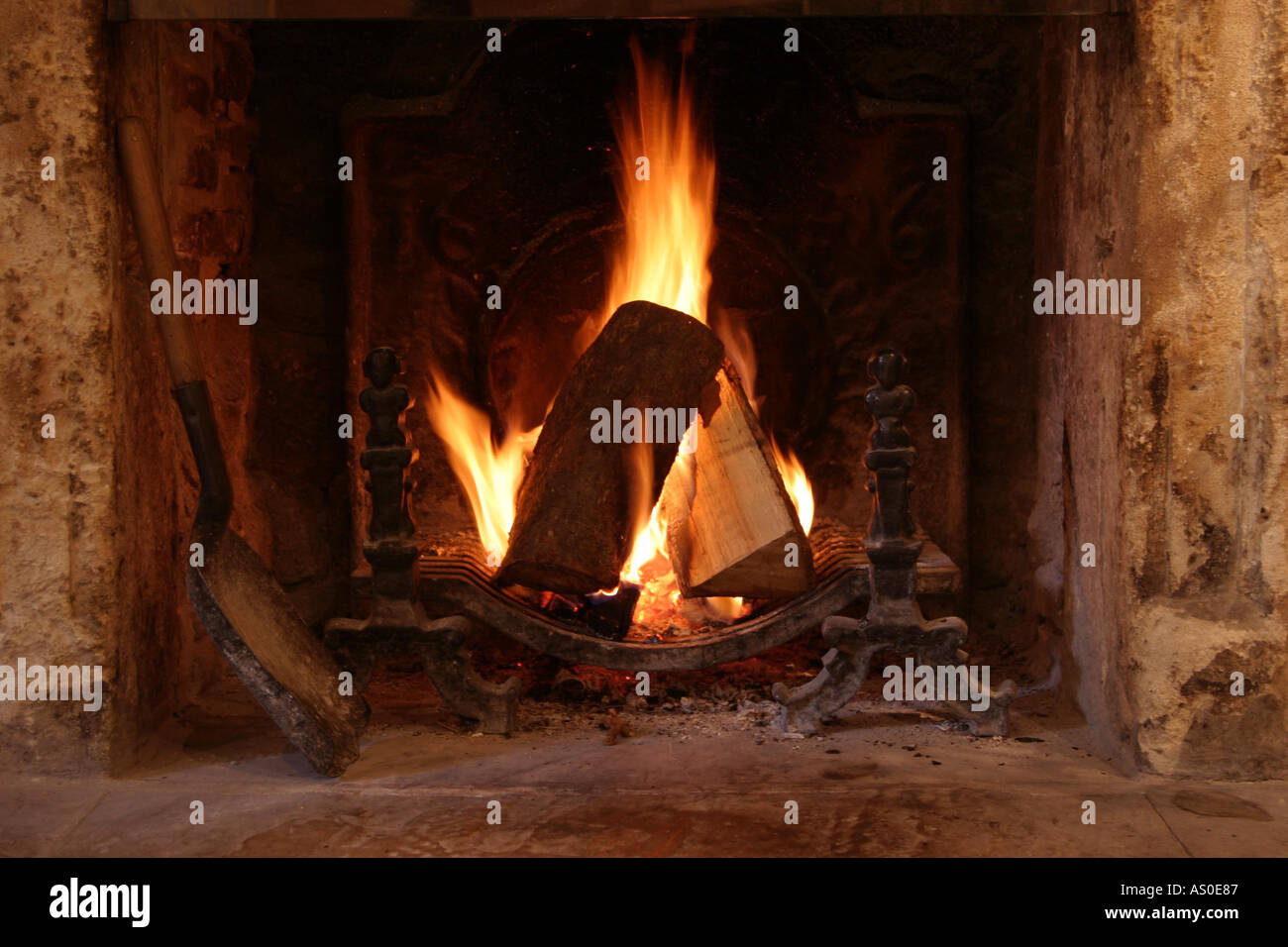 Le Feu De Chemin Cheminée En Anglais Roaring Fireplace Fire Photos Roaring Fireplace Fire Images Alamy