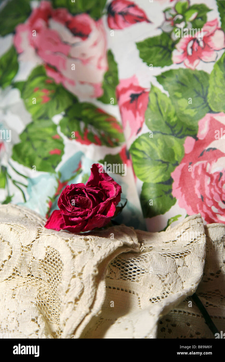 Tissus Roses Anciennes Vintage Fabric Photos Vintage Fabric Images Alamy