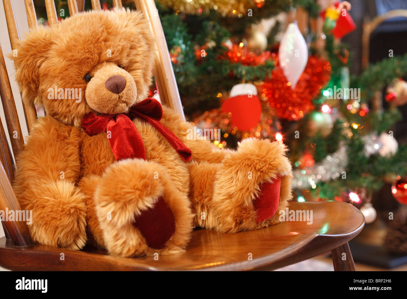 Noel Traditionnel Scène De Noël Traditionnel Avec Un Ours En Peluche Sur Une Chaise