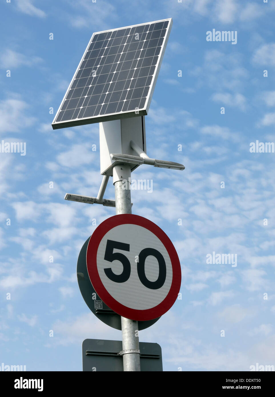 Mobilier Urbain Solaire Light Pole Powered By Solar Panels Photos Light Pole Powered By
