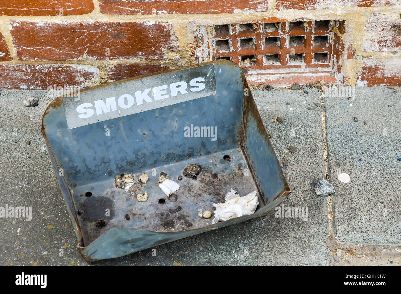 Grand Cendrier Exterieur Ashtray Bin Photos Ashtray Bin Images Alamy