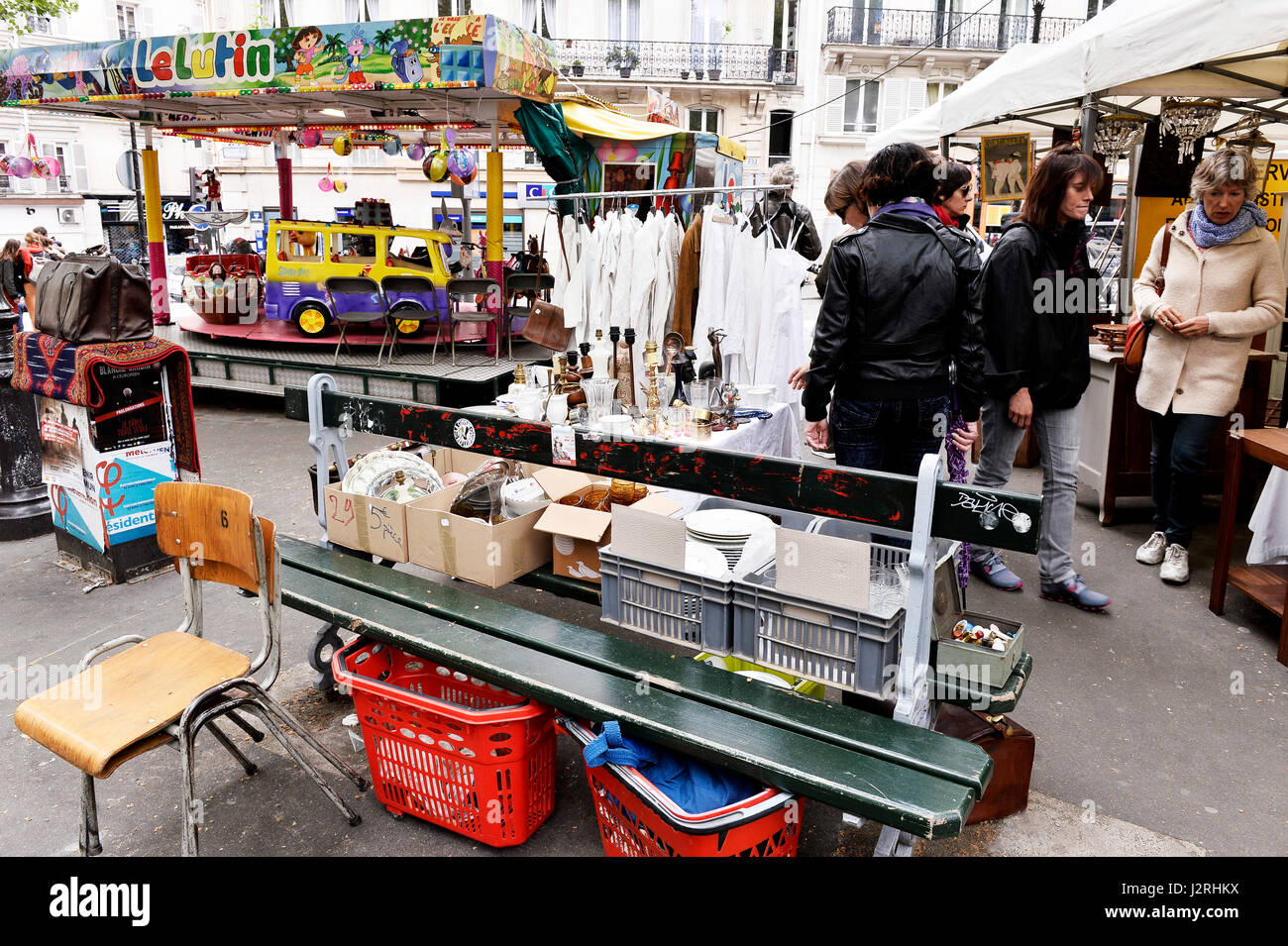 Brocante Cours De Vincennes Brocante De Paris Photos Brocante De Paris Images Alamy