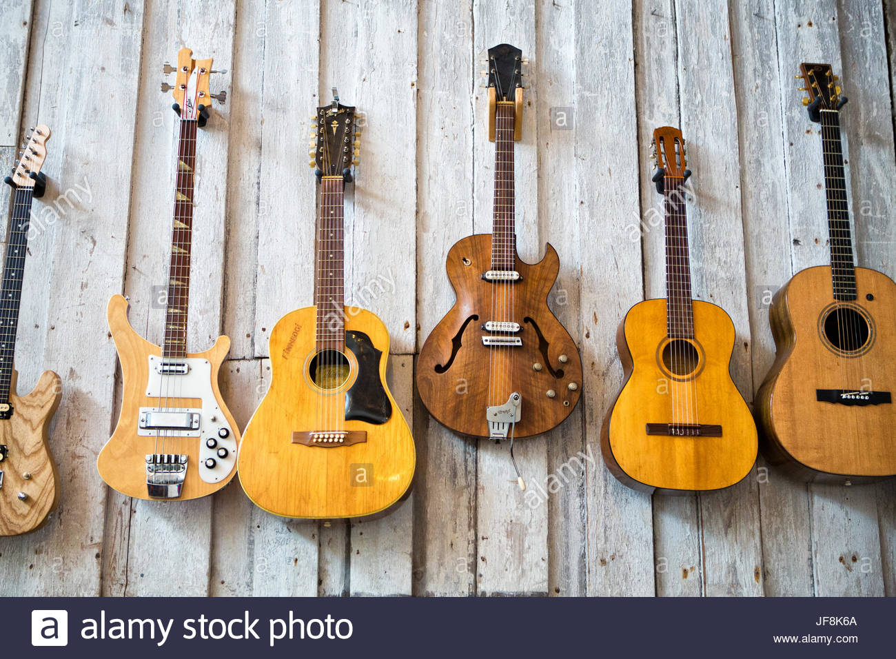 Wall Of Guitars Banque D Image Et Photos Alamy