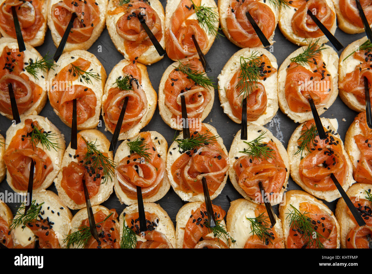 Aperitif De Noel Canapés Bruschetta Au Saumon Canapés Ou Close Up Alimentation Saine