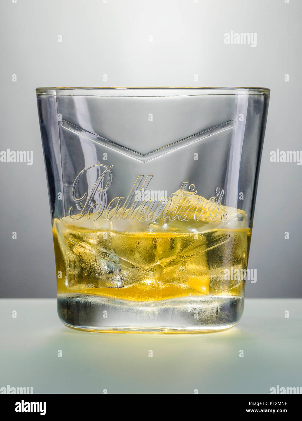 Verre De Whisky Ballantines Whisky Photos Ballantines Whisky Images Page 2 Alamy