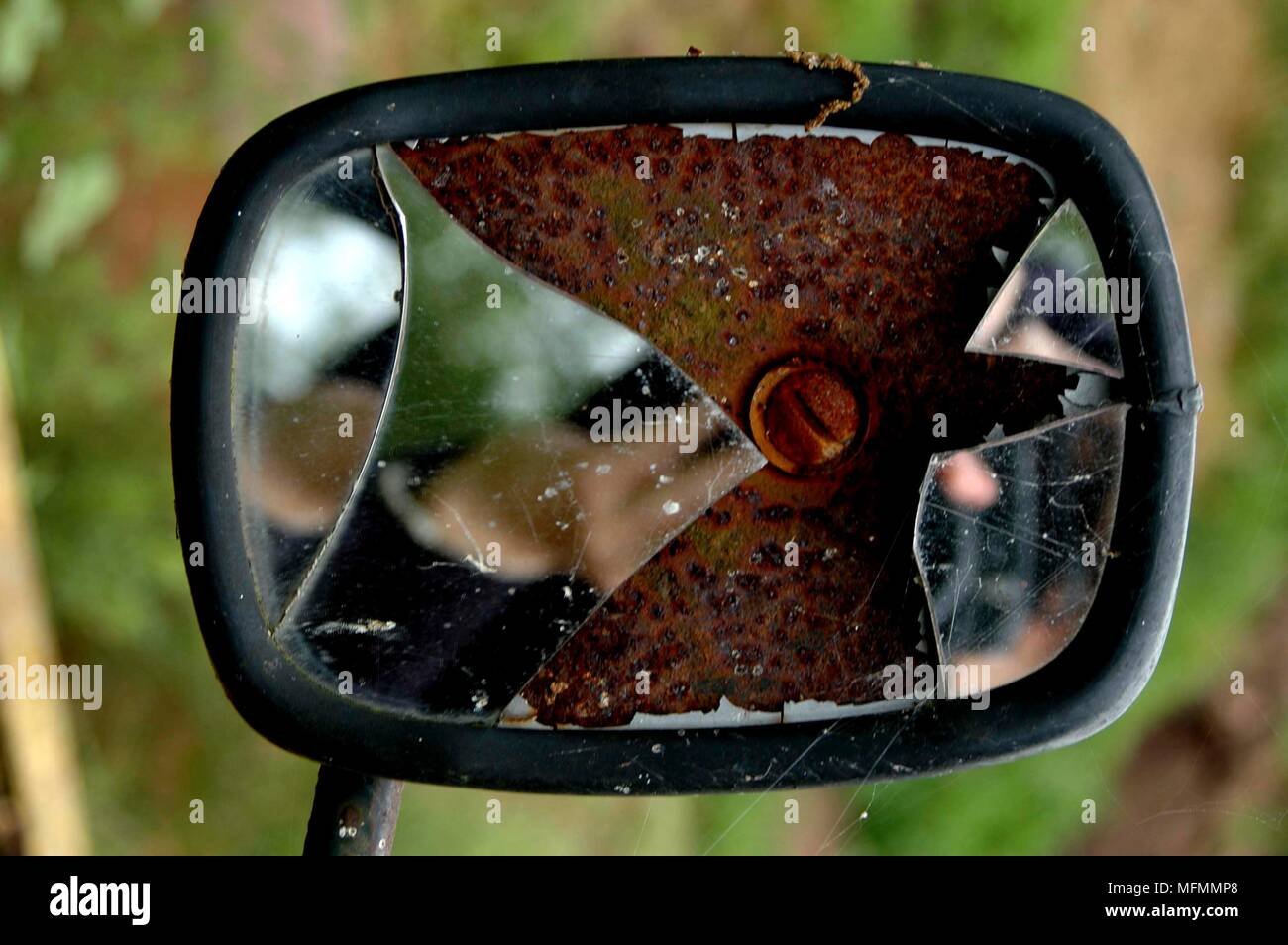 Rétroviseur Latéral Obligatoire Broken Rear View Mirror On Photos Broken Rear View Mirror On