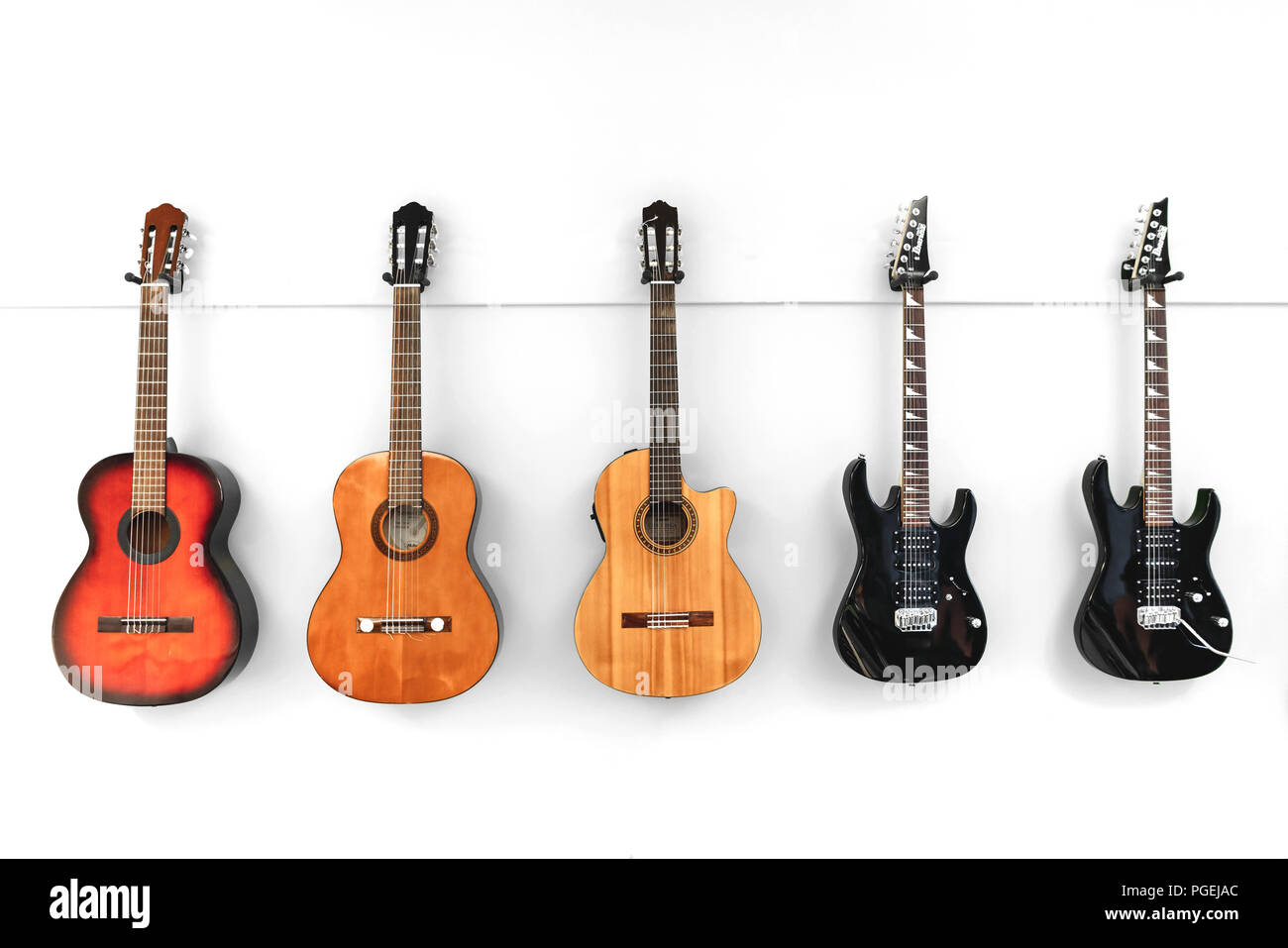 Acoustic Guitar Hanging On Wall Banque D Image Et Photos Alamy