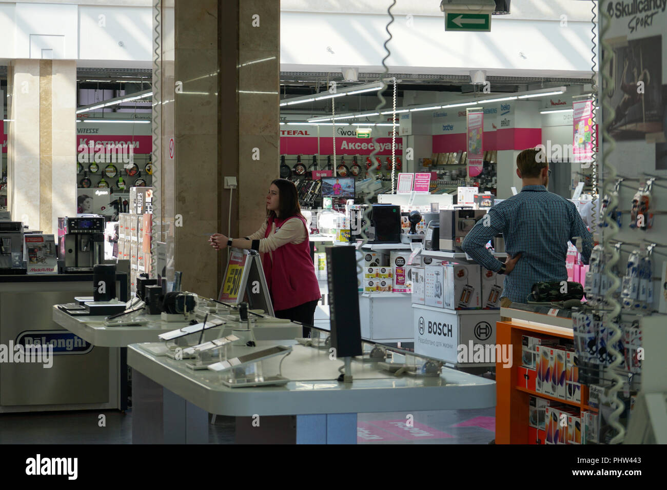 Fauteuil Massant Mediamarkt Mall Employee Photos Mall Employee Images Alamy