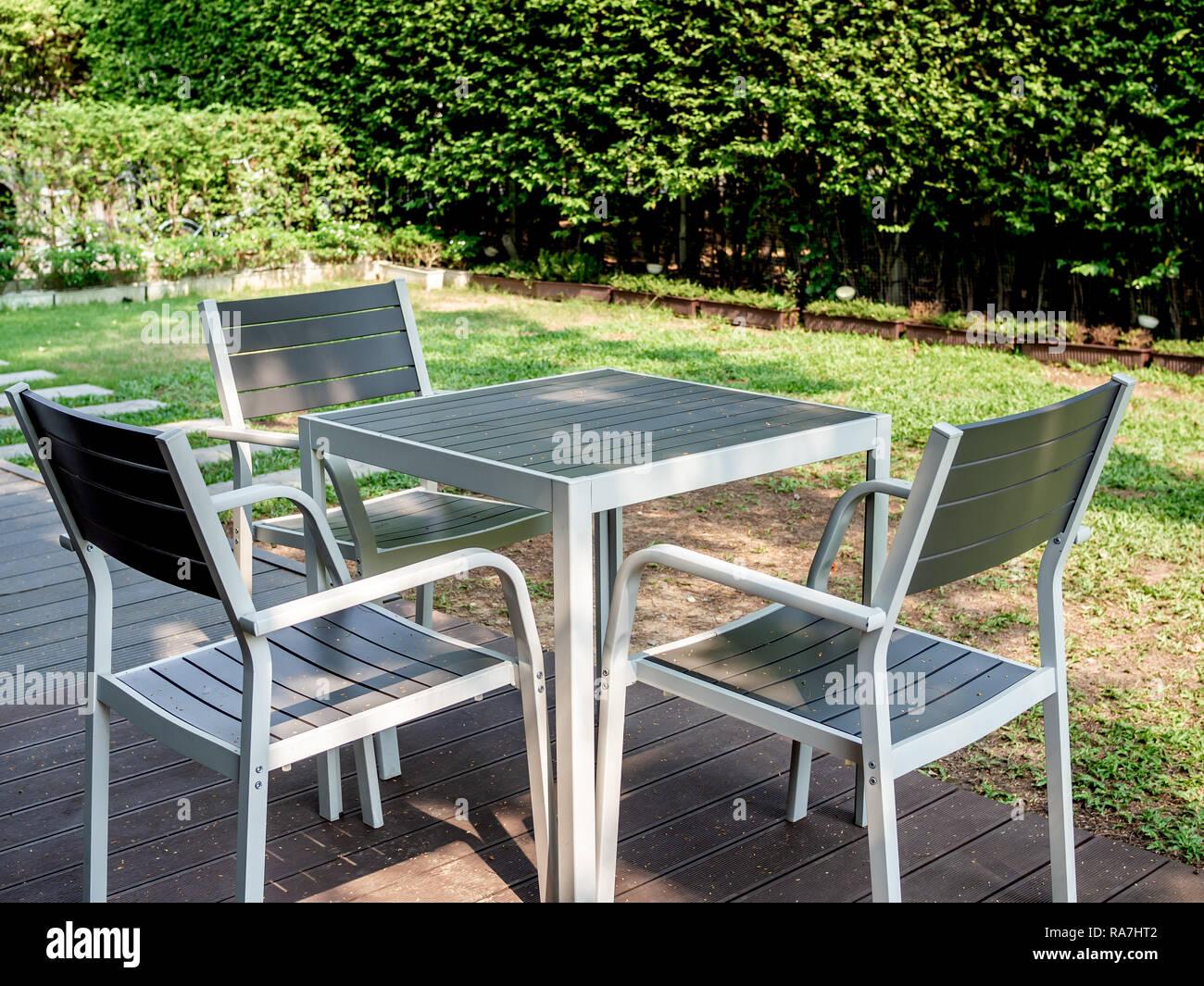 Carre Bois Jardin | Table De Jardin Carrée 8 Personnes Minimaliste ...