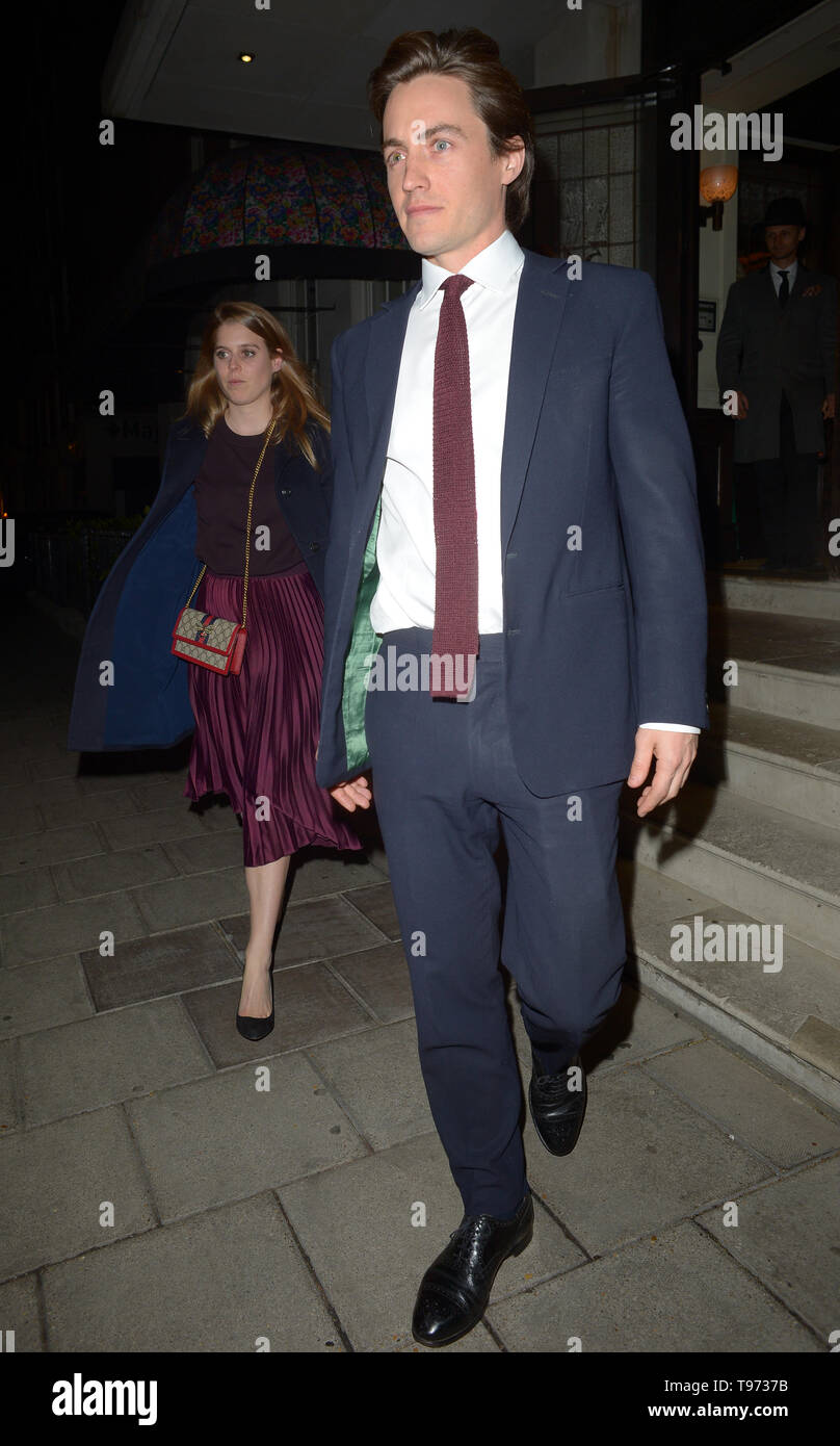Départs Du Restaurant 34 Mayfair Dans Grosvenor Square Londres En Vedette La Princesse Béatrice D York Edoardo Mapelli Mozzi Où London Royaume Uni Quand 15 Avr 2019 Crédit Wenn Com Photo Stock Alamy