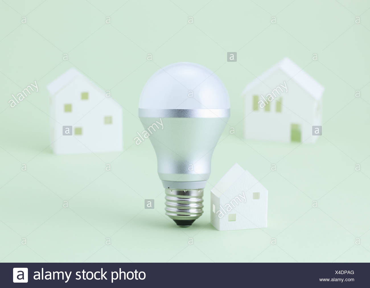 Ampoule Led Maison Ampoule Led Et Maisons Miniatures Banque D Images Photo Stock